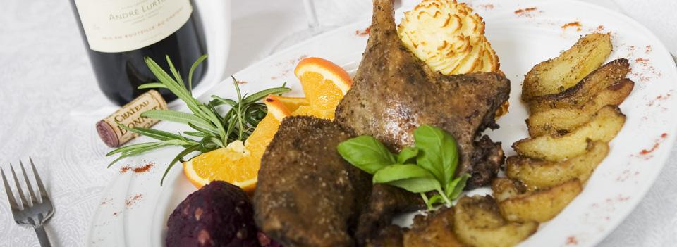 W części Restauracyjnej Szef Kuchni poleca wykwintne kulinaria...